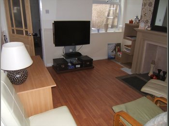 EasyRoommate UK - SPACIOUS FULLY FURNISHED DOUBLE BEDROOM in lovely terraced house. - Stoke-on-Trent, Stoke-on-Trent - £425 pcm