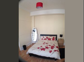 EasyRoommate UK - Modern Double Room with Bay Window - Fratton, Portsmouth - £420 pcm