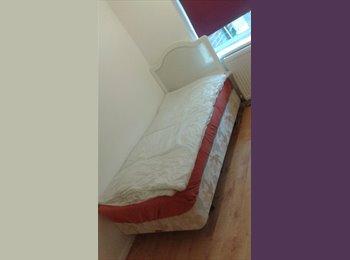EasyRoommate UK - good size room 2 let - Feltham, London - £400 pcm