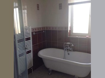 One room available *near High wycombe town and BNU*