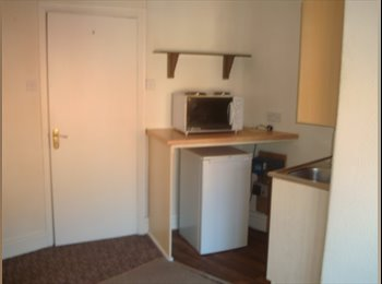 EasyRoommate UK - Deeside near Chester CH5 1TB 1 bed flat - Sealand, Chester - £368 pcm