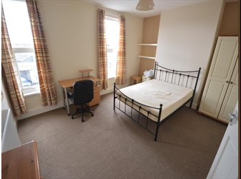 EasyRoommate UK - #30W - fantastic modern 3 bed SHARED house near MUTLEY - Mutley, Plymouth - £344 pcm