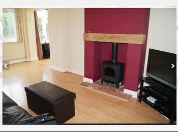 EasyRoommate UK - Medium Sized Room - Upper Parkstone, Poole - £405 pcm
