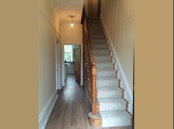 EasyRoommate UK - Large double room available in professional Greenhead Park houseshare - Huddersfield, Kirklees - £400 pcm