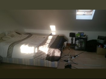 EasyRoommate UK - Large Double Room Partly furnished - Hounslow, London - £525 pcm