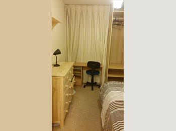 Bright room in a 2 bed 2 bathroom flat great connections