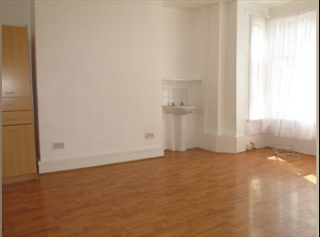 DOUBLE ROOM TO LET! £665!