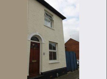 EasyRoommate UK - Town Centre House Share- Large Double and Garden - Colchester, Colchester - £500 pcm