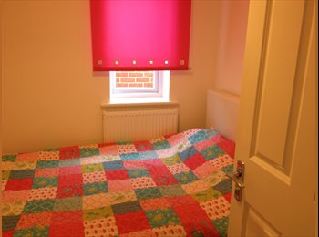 EasyRoommate UK - Single lovely room for rent - Upper Parkstone, Poole - £400 pcm