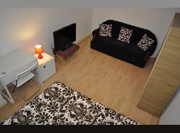 Master bed room to rent for Single professional £140 weekly...