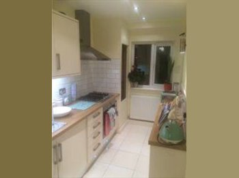 EasyRoommate UK - Spacious Double Room to Rent in Northolt/Greenford Area - Northolt, London - £500 pcm
