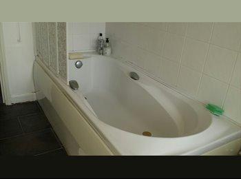EasyRoommate UK - QUIET ROOM IN CLEAN HOUSE IN KINGSTHORPE - Kingsthorpe, Northampton - £450 pcm