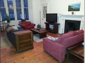 EasyRoommate UK - Double Room with walk in wardrobe available in beautiful flat just off Byres Road - Hillhead, Glasgow - £400 pcm