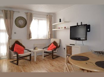 Two double bedroom house with parking & back garden