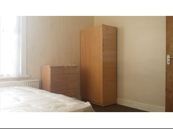 Large Double Room for Single/ Couple/2 Friends walthamstow...