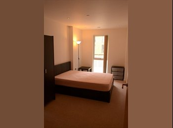 EasyRoommate UK - Looking for working professional in a Luxury Flat - Slough, Slough - £650 pcm