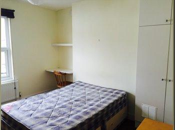 EasyRoommate UK - Terraced House in Cheltenham - Cheltenham, Cheltenham - £395 pcm