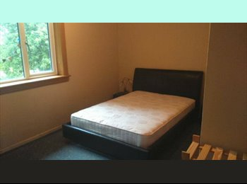Double room to rent in 3 bed house in Northfield for Female...