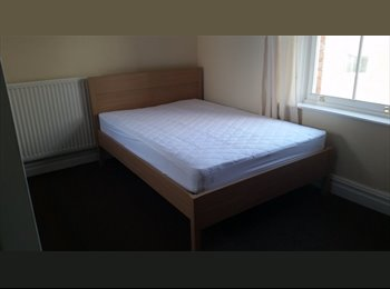 EasyRoommate UK - Studio flat/bedsit - Central Cheltenham. £335pcm(heating included) - Leck-hampton, Cheltenham - £335 pcm