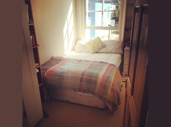EasyRoommate UK - Looking for a flatmate for lovely flat in Brixton/Herne Hill area, London - £700 pcm
