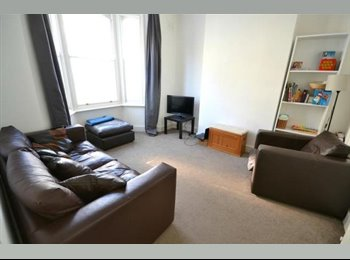 EasyRoommate UK - King Size Room available available in modern house - Elephant and Castle, London - £800 pcm