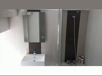 EasyRoommate UK - Newly renovated 4 bed house - Huddersfield, Kirklees - £280 pcm