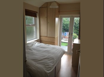 EasyRoommate UK - Compact furnished dbl, AWESOME balcony view! - Derby, Derby - £300 pcm