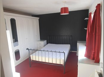 Couples - large furnished double room with extensive...