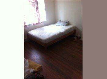 EasyRoommate UK - double room for rent  - Burnt Oak, London - £550 pcm