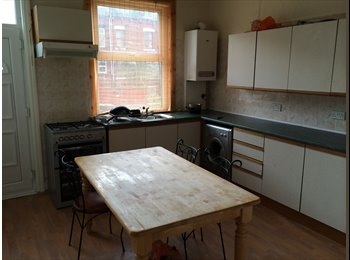 EasyRoommate UK - Room available Brudenell view, Hyde park, Leeds - Hyde Park, Leeds - £82 pcm