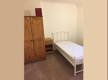 EasyRoommate UK - Bedroom to rent. Bills included! Must like animals! - Portishead, Bristol - £320 pcm