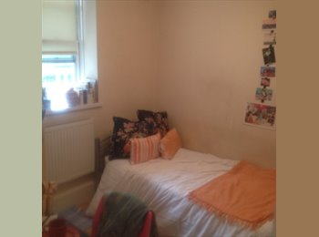 EasyRoommate UK - Room available in lovely flat share in amazing Kentish Town!  - Kentish Town, London - £625 pcm