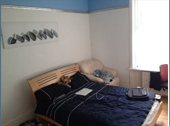 EasyRoommate UK - A big, comfortable and furnished room. - Heaton, Newcastle upon Tyne - £370 pcm