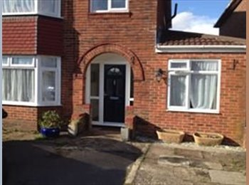 EasyRoommate UK - Double bedroom in family home  - Hedge End, Southampton - £350 pcm