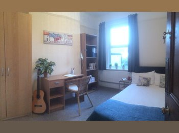 EasyRoommate UK - Double Room in Pen y Lan /Roath for professionals - Penylan, Cardiff - £420 pcm