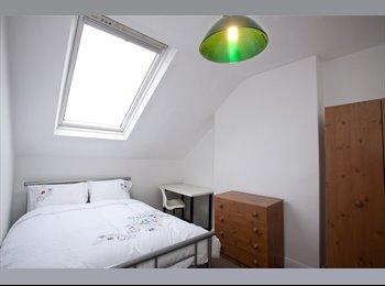 EasyRoommate UK - Huge Double room in Modern Houshare, Lenton Abbey - £425 pcm