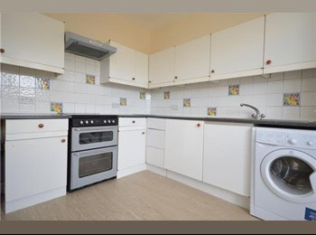 EasyRoommate UK - 2 Large Room in A Share House - Morden, London - £600 pcm