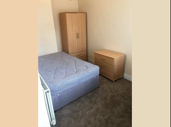 EasyRoommate UK - LARGE DOUBLE ROOM IN MAIDSTONE!! - Parkwood, Maidstone - £450 pcm
