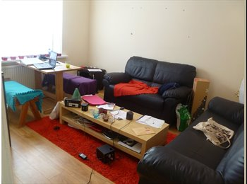 EasyRoommate UK - modern house in hyde park - Hyde Park, Leeds - £325 pcm
