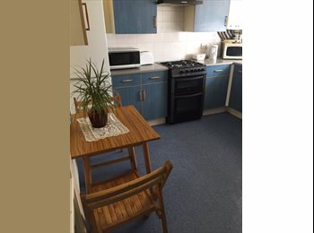 EasyRoommate UK - 5 ROOMS IN A JUST RENOVATED FLAT! AVAILABLE RIGHT NOW! - Bow, London - £460 pcm