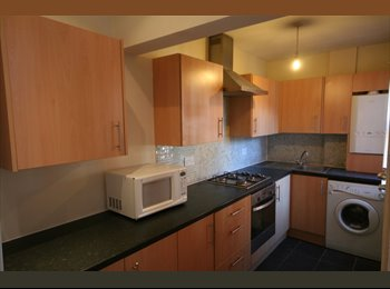 EasyRoommate UK - Modern 6 bed house share - 15 minutes walk to Uni  - Woodhouse, Leeds - £300 pcm