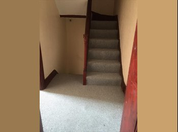 **Large Double Room Available** in 5 Bedroom Student House
