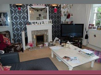 EasyRoommate UK - Room to rent in the heart of Cheltenham £600 bills included - Cheltenham, Cheltenham - £600 pcm