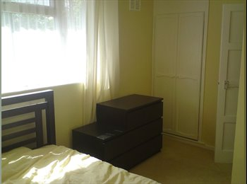 EasyRoommate UK - Furnished double room and study to let from 1st September in West Park - Beckett Park, Leeds - £400 pcm