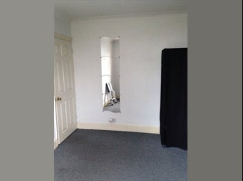 EasyRoommate UK - Nice and warm room for rent. - Luton, Luton - £400 pcm