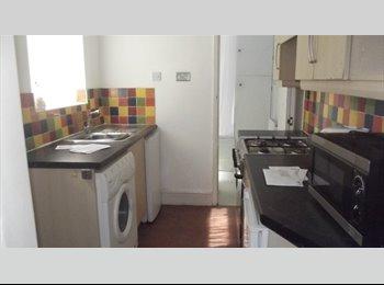 EasyRoommate UK - 5 Bedrooms available in Wren Street, Coventry - Upper Stoke, Coventry - £366 pcm
