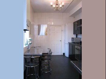 EasyRoommate UK - 2min walk to Oxford Rd, ideal location for accessing city center and University !!! - Rusholme, Manchester - £70 pcm
