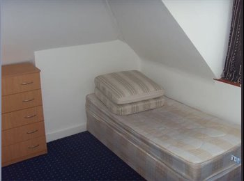 EasyRoommate UK - Single room to rent in High Wycombe, £325 PCM not including bills - High Wycombe, High Wycombe - £325 pcm