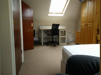EasyRoommate UK - En-suite double room for rent with 2 young professionals in stretford - Stretford, Trafford - £450 pcm