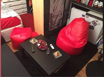 EasyRoommate UK - Studio flat to share - West Kensington, London - £360 pcm